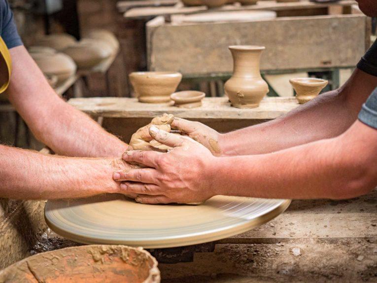 Atelier de poterie à Raquira en Colombie
