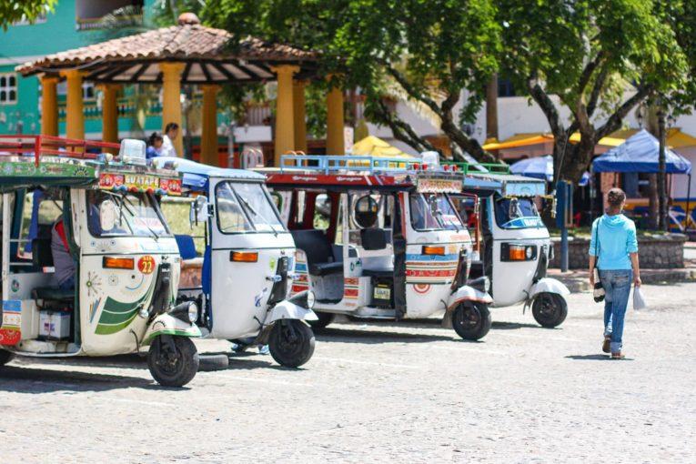 village de guatape et ses couleurs un incontournable d'un voyage en colombie