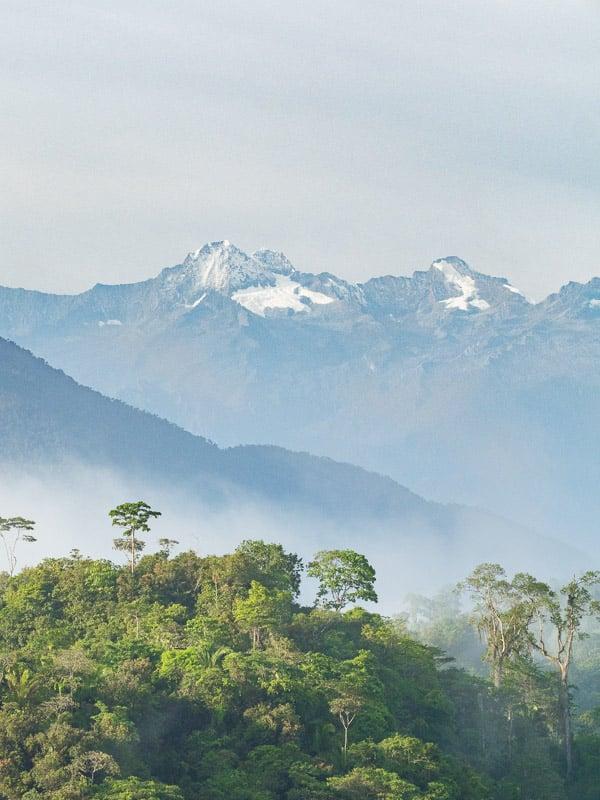 Vue sur les pics enneigés de la Sierra Nevada de Santa Marta