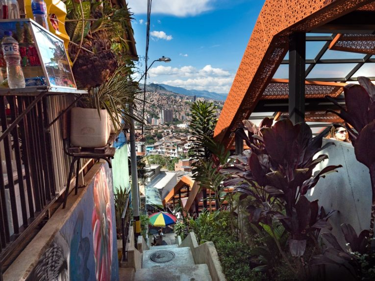 graffiti tour à la comuna 13 medellin
