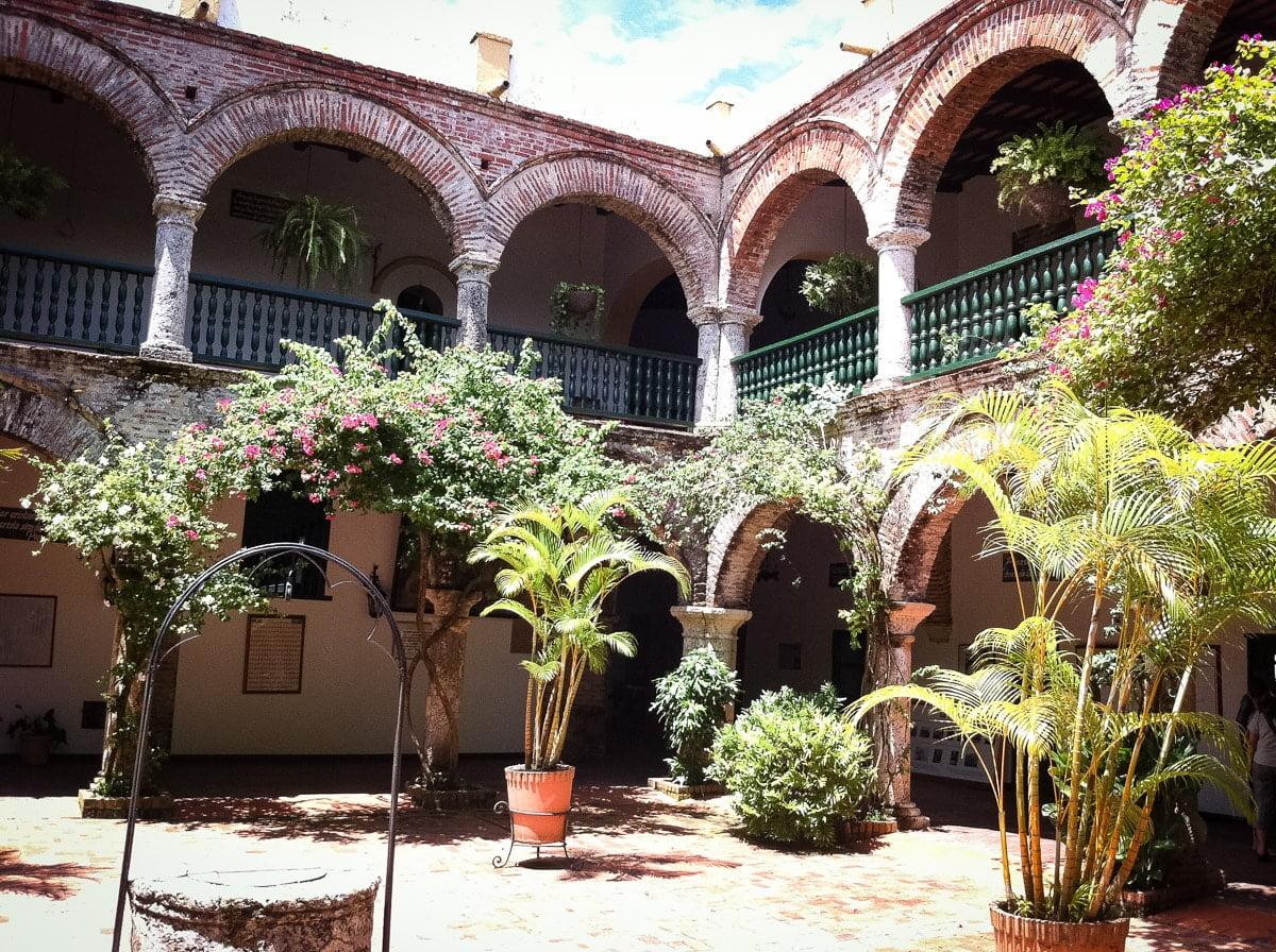 le monastère du Cerro de la popa pour visiter Carthagène des indes hors des sentiers battus