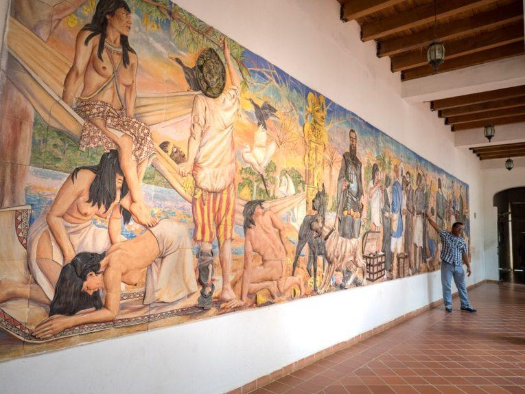 fresque historique à lorica village hors des sentiers battus de colombie