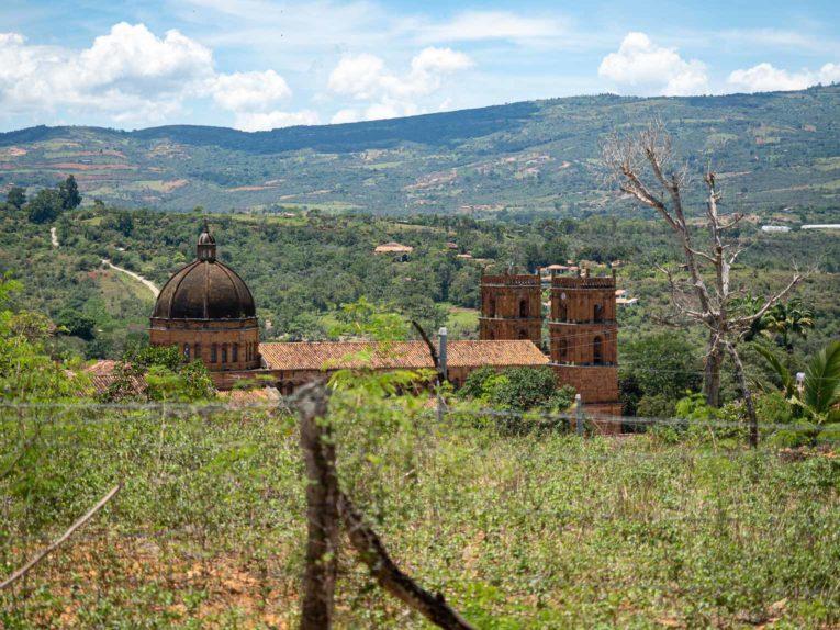 Vue sur l'église de Barichara en Colombie