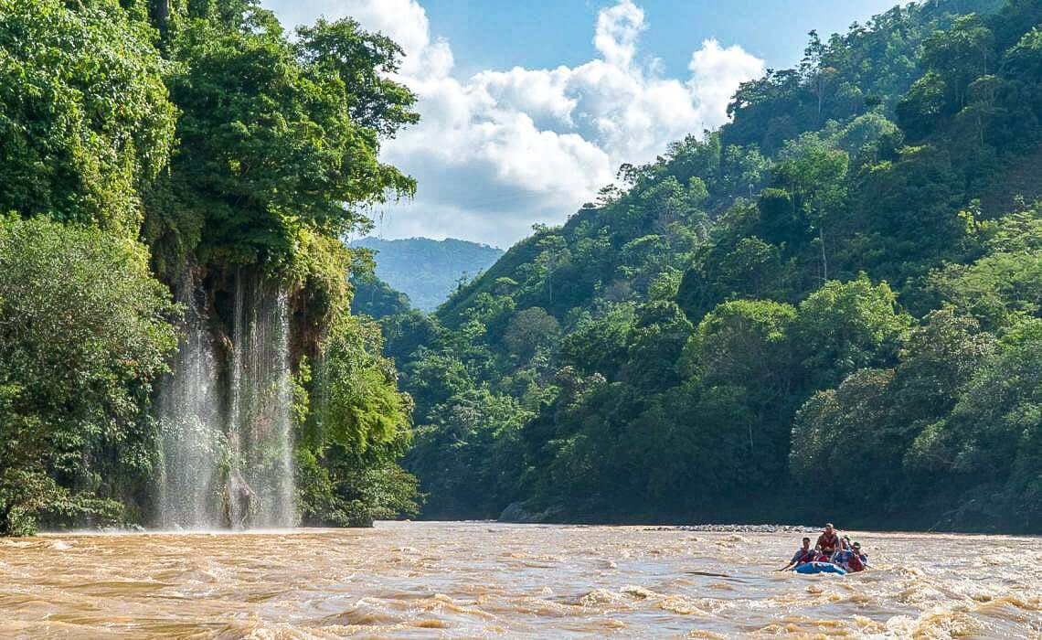 Faire du rafting autour de Medellin en Colombie