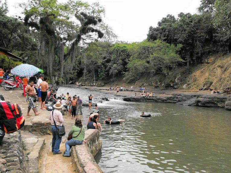 Pozo Azul près de San Gil en Colombie