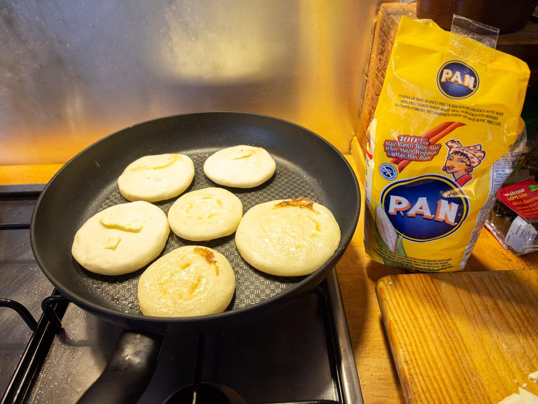 Arepa de queso, recette colombienne